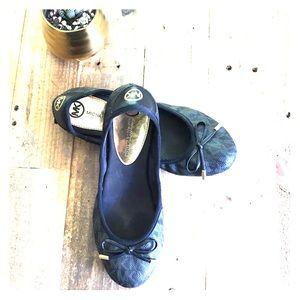 MICHAEL KORS Black Flats Sz 6